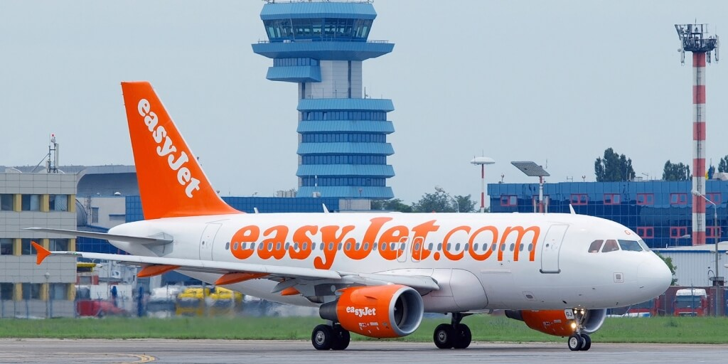 easyJet revine in Bucuresti